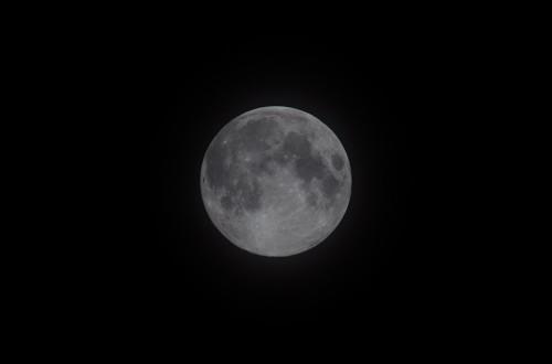 Sininen kuu Nikon D5100, 300mm/f5.6, ISO100, 1/200s