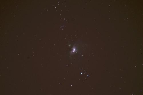 Orionin suuri kaasusumu M42 Nikon D5100, 300mm/f5.6, ISO1600, pinottu 40x1,3s