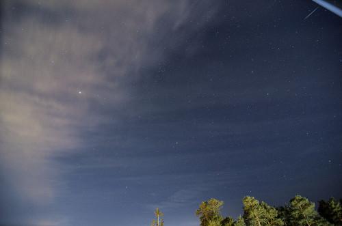 06:50  Venusta kirkkaampi geminidi oikealla ylhäällä.