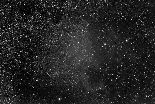 NGC 7000 Pohjois-Amerikka sumu Nikon D5100, 200mm/f2.8, ISO3200, pinottu 413 x 2s