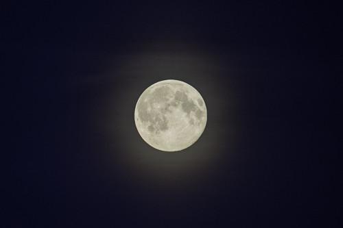 Superkuu ja kuun kehä Nikon D7100, 300mm/f5.6, ISO800, 1/100s