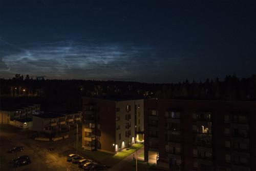 Valaisevia yöpilviä - kello 00:45 Nikon D7100, 16mm/f2.8, ISO1600, 1/20s