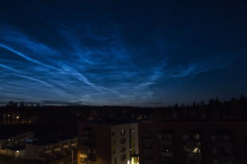 Valaisevia yöpilviä - kello 02:09 Nikon D7100, 16mm/f2.8, ISO1600, 1/20s