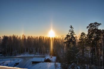 22 asteen rengas, sivuauringot, alasivuauringot, auringon pilari, ylempi-Lowitzin kaari ja ala-aurinko