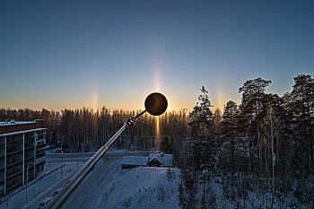 22 asteen rengas, auringon pilari, sivuauringot, ala-aurinko, Moilasen kaari, ylempi-Lowitzin kaari Unsharp mask