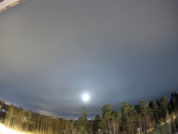 Kuu ja 22 asteen rengas 10.3.2015 03:30 Pinottu 6 ruutua