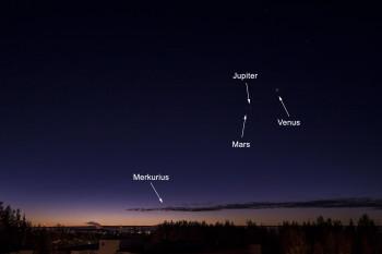 Aamutaivaan planeetat Merkurius, Mars, Jupiter ja Venus