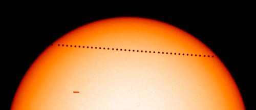 Merkuriuksen ylikulku 2003 Kuva: SOHO/EIT, SOHO/MDI (ESA & NASA)