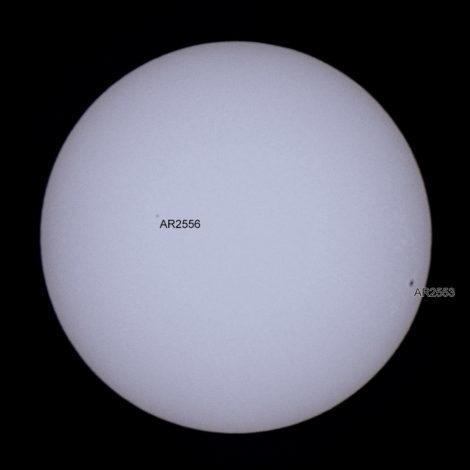 Auringonpilkut AR2556 ja AR2553