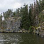 Äkkijyrkkä kallio, Pirunpesä jää oikealle.
